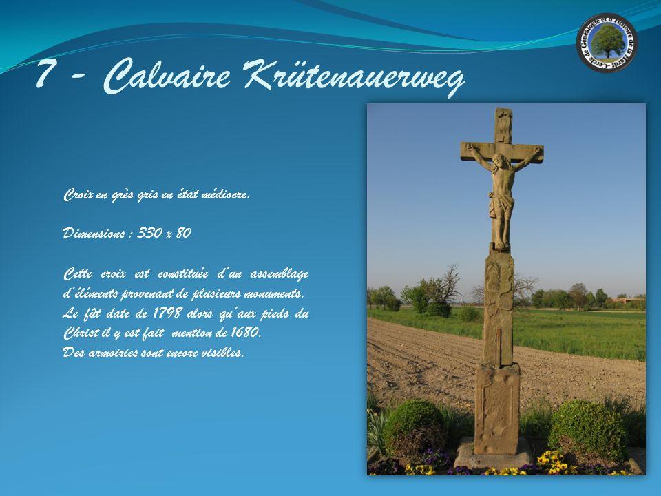 6 - Calvaire Croix en grès gris en état satisfaisant Suite à l'aménagement des routes et des trottoirs, cette croix est entourée de pavés Dimensions :
