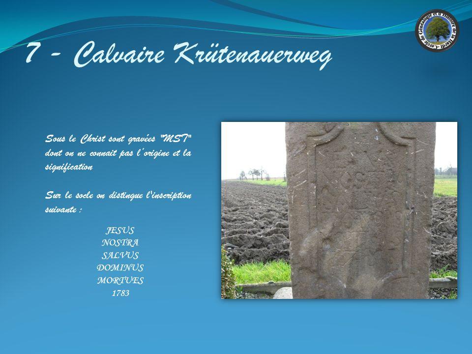 7 - Calvaire Krütenauerweg Croix en grès gris en état médiocre. Dimensions : 330 x 80 Cette croix est constituée dun assemblage déléments provenant de