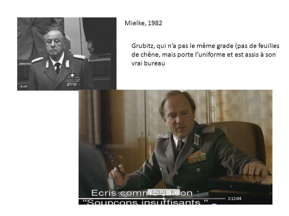 Mielke, 1982 Grubitz, qui na pas le même grade (pas de feuilles de chêne, mais porte luniforme et est assis à son vrai bureau