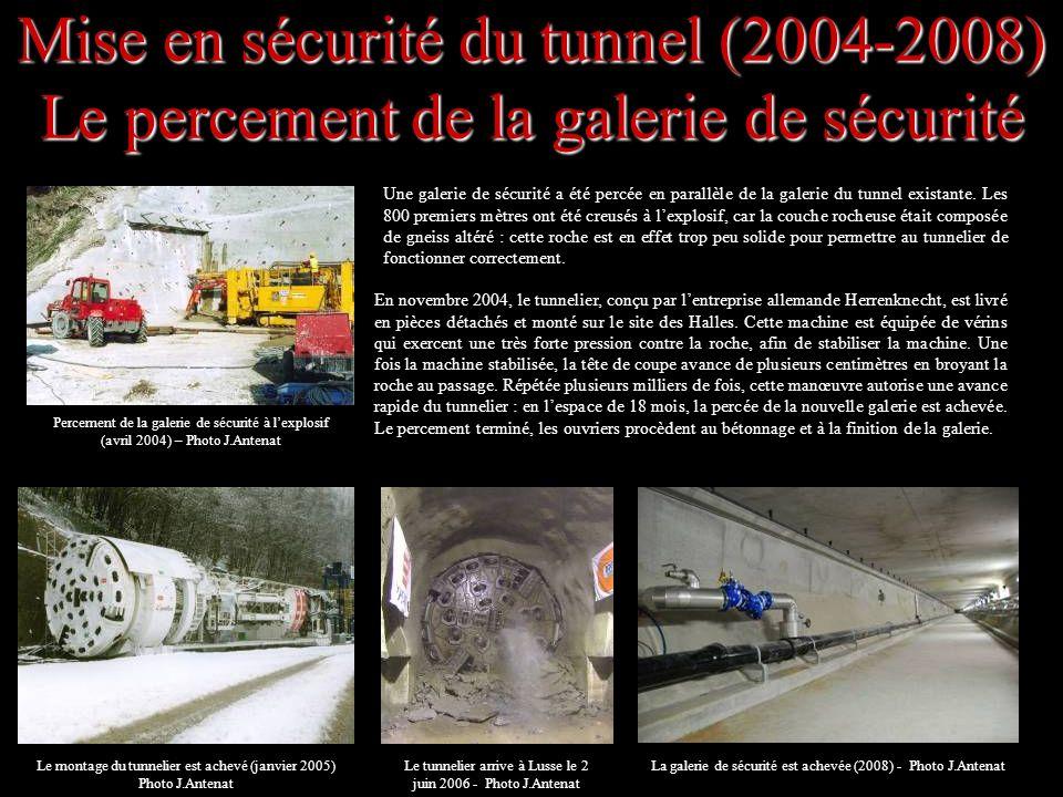 Mise en sécurité du tunnel (2004-2008) Le percement de la galerie de sécurité Une galerie de sécurité a été percée en parallèle de la galerie du tunne