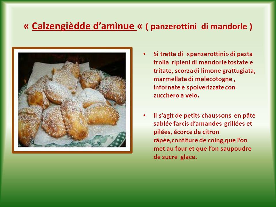 « Sassanièdde» ( sasanelli) Dolce tipico natalizio pugliese,a base di farina, zucchero,cacao in polvere amaro,buccia di arancia grattugiata,mandorle,a