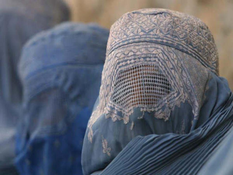 Nacer con burka. Naître avec la burka NASCERE CON IL BURKA