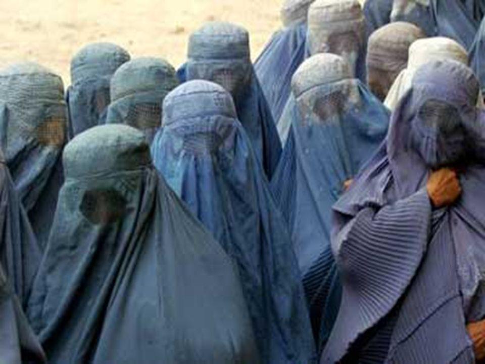 Le donne afgane hanno il divieto di: andare piedi da sole per la strada, lavorare, studiare e ricevere anche assistenza medica…sole negli ospedali fatiscenti senza acqua, senza elettricità, rimangono a morire.Solo gli uomini hanno il diritto di esercitare la sorveglianza sanitaria negli ospedali, ma non hanno diritto né di curare né di operare una donna … Les femmes Afghanes ont linterdiction de se promener seules dans la rue, travailler, étudier, recevoir une assistance médicale sauf dans les hôpitaux délabrés sans eau, ni électricité, ni bloc opératoire.