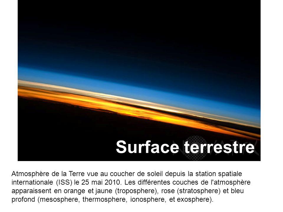 Atmosphère de la Terre vue au coucher de soleil depuis la station spatiale internationale (ISS) le 25 mai 2010.