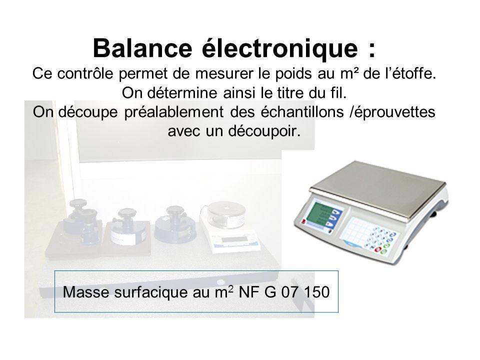 Balance électronique : Ce contrôle permet de mesurer le poids au m² de létoffe. On détermine ainsi le titre du fil. On découpe préalablement des échan