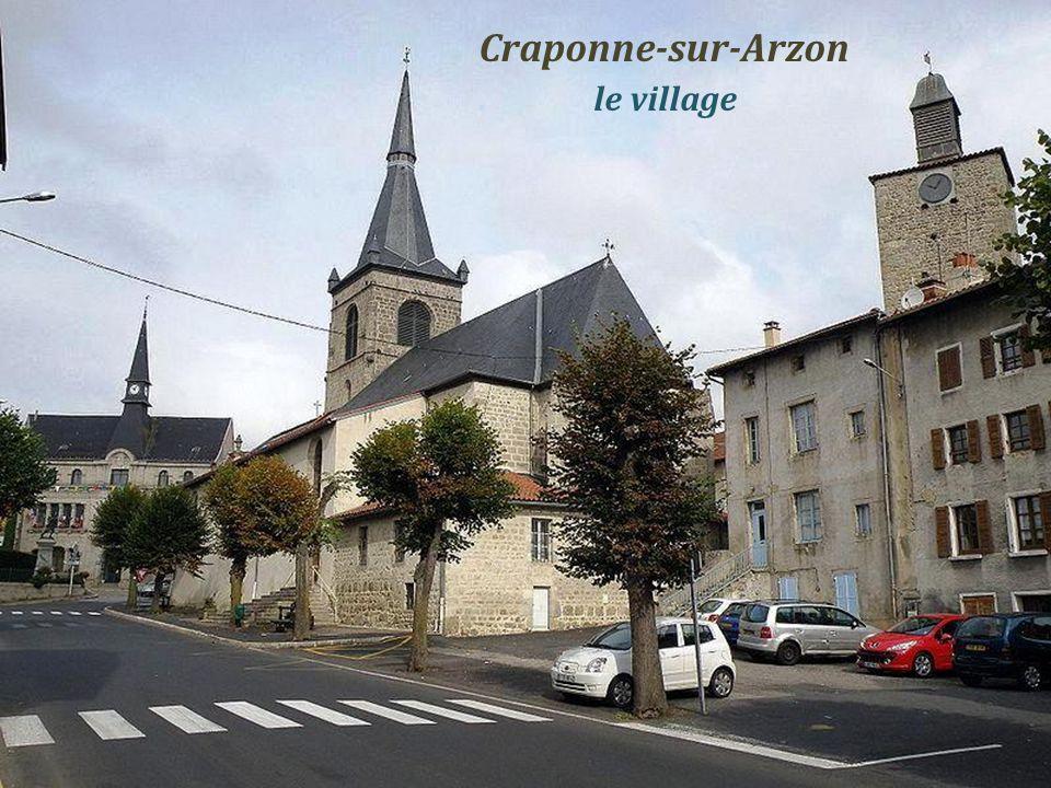 Bas-en-Basset le château de Rochebaron dominant la Loire