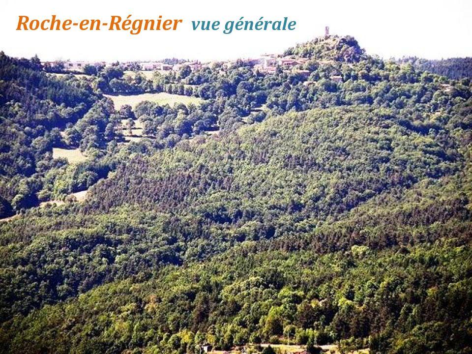 Mézières église du XIIe siècle et la croix au sommet de la butte de Mézères. ( 953 mètres)
