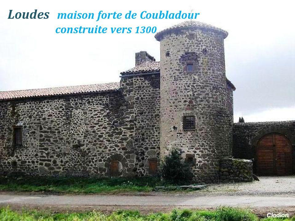 Une des tours du village - Loudes - La grosse tour du village