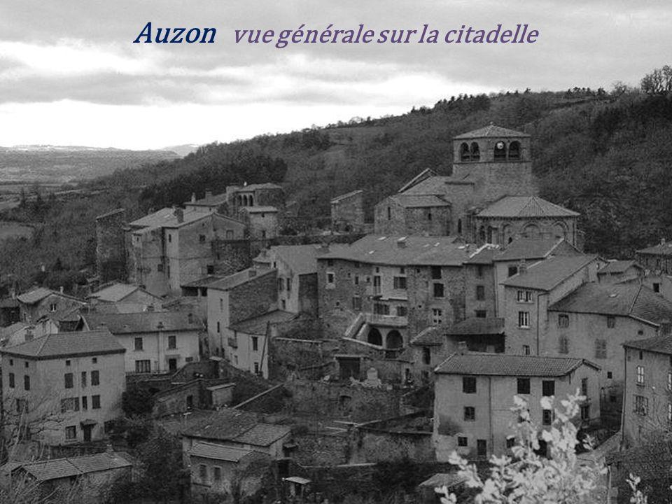 Saint-Pal-de-Senouire. le village