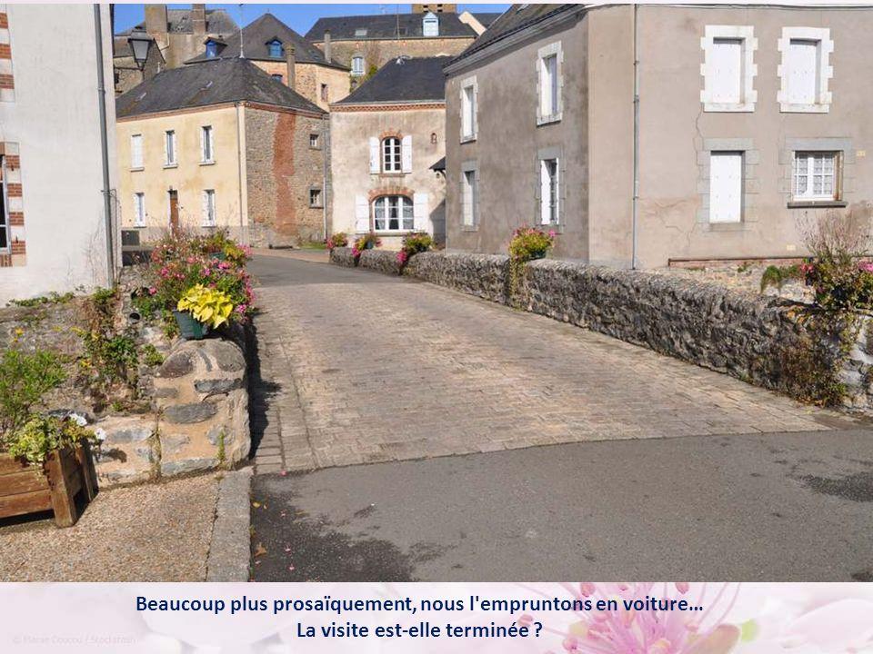 Le vieux pont, à la sortie du bourg, est situé sur le tracé de la voie médiévale reliant Tours au Mont Saint-Michel.