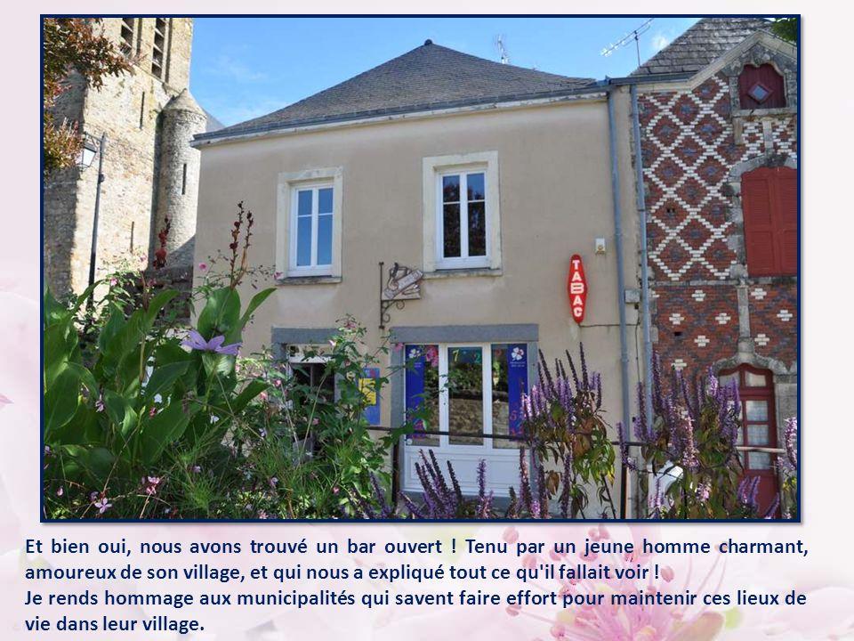 Nous roulons tranquillement lorsqu un panneau attire notre attention : Parné-Sur- Roc, petite cité de caractère .