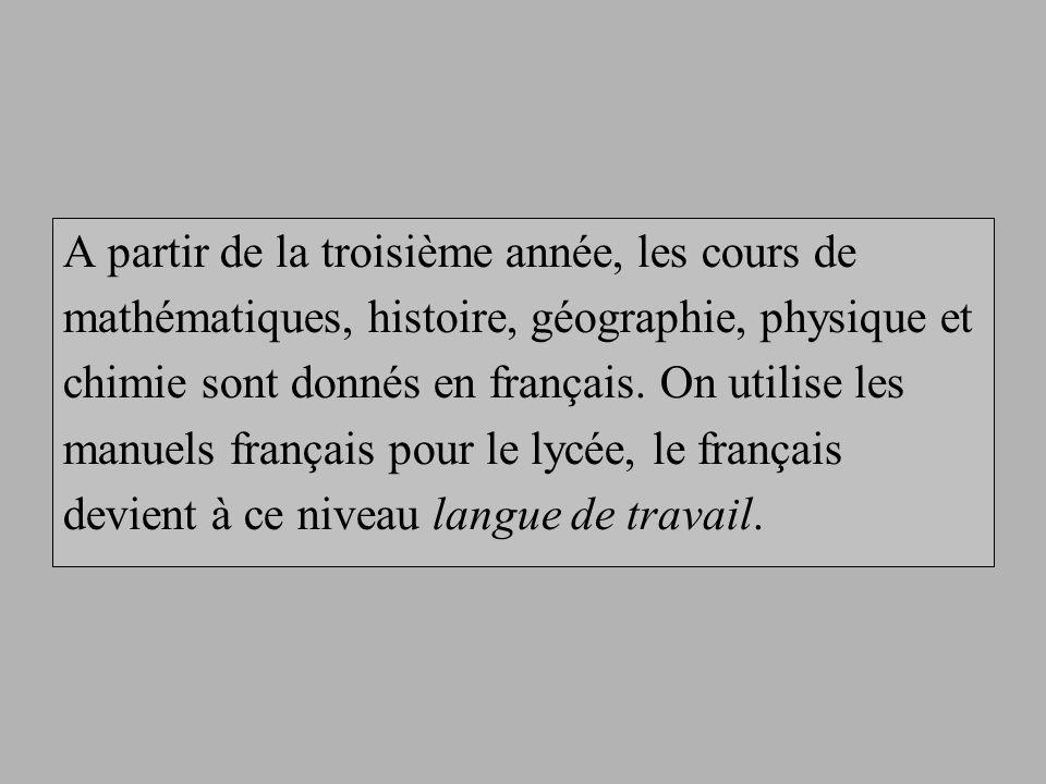 A partir de la 3ème année, le français est enseigné comme en France (niveau français – langue maternelle).