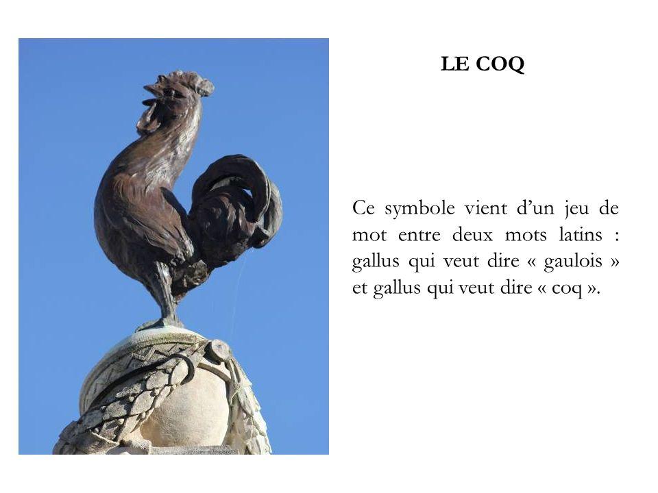LE COQ Ce symbole vient dun jeu de mot entre deux mots latins : gallus qui veut dire « gaulois » et gallus qui veut dire « coq ».