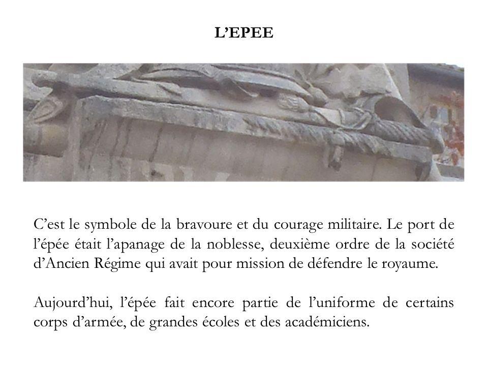 LEPEE Cest le symbole de la bravoure et du courage militaire. Le port de lépée était lapanage de la noblesse, deuxième ordre de la société dAncien Rég