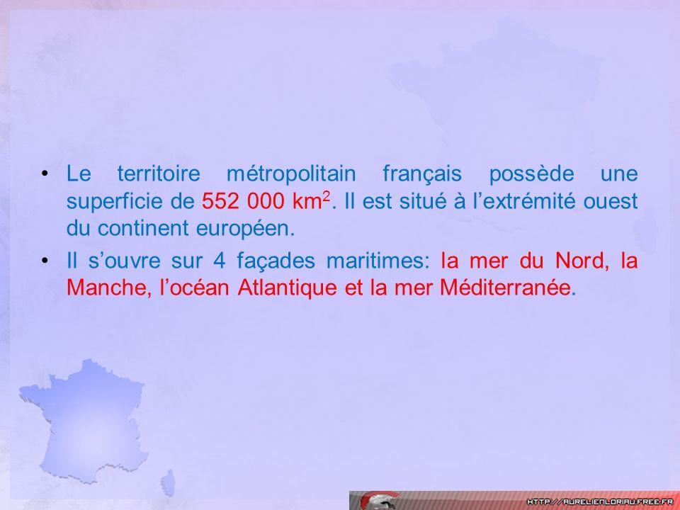 Le territoire métropolitain français possède une superficie de 552 000 km 2. Il est situé à lextrémité ouest du continent européen. Il souvre sur 4 fa
