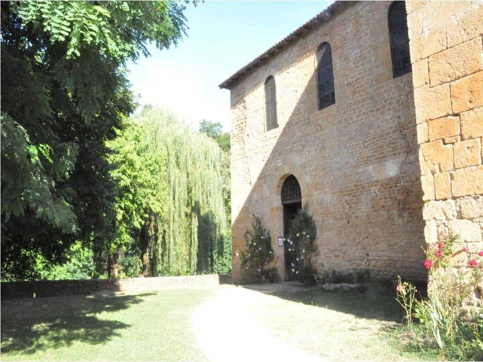 Léglise du 11 ième et 12 ième siècle de saint Léon Est une architecture romane de grande simplicité.