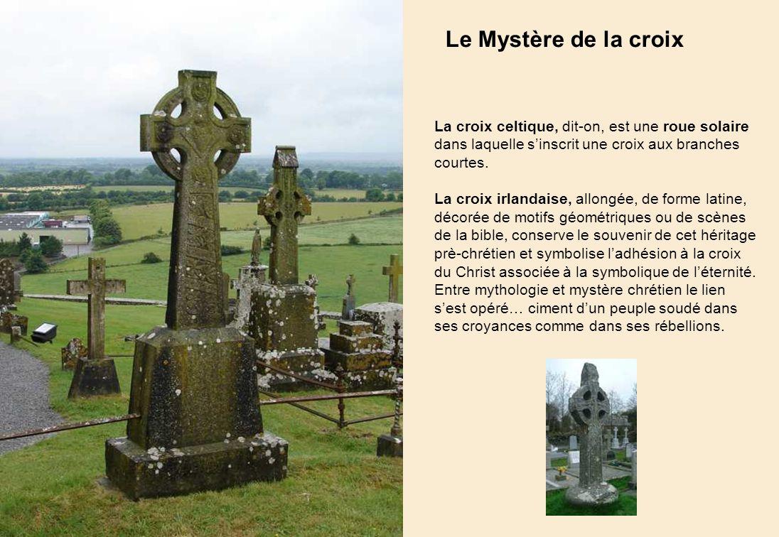Les tours rondes De grands crayons qui écrivent lhistoire dans lespace Comme ses nombreuses sœurs en Irlande (près de 100) la tour ronde, à la fois cl
