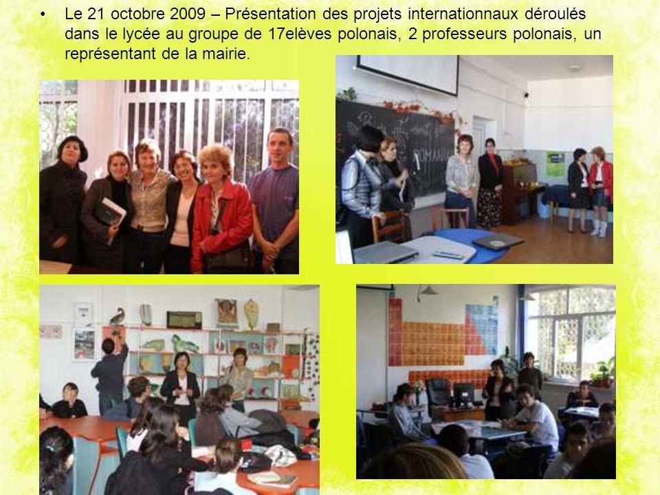 Le 21 octobre 2009 – Présentation des projets internationnaux déroulés dans le lycée au groupe de 17elèves polonais, 2 professeurs polonais, un représentant de la mairie.