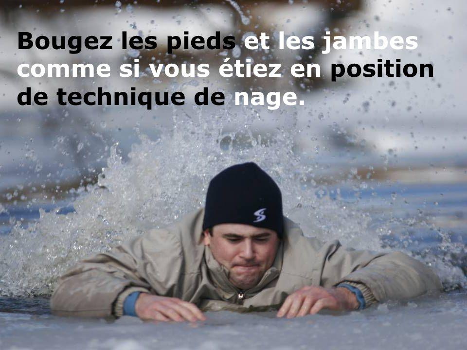 d Essayez de glisser sur le ventre, sur de la glace intacte. Ne vous levez pas debout.