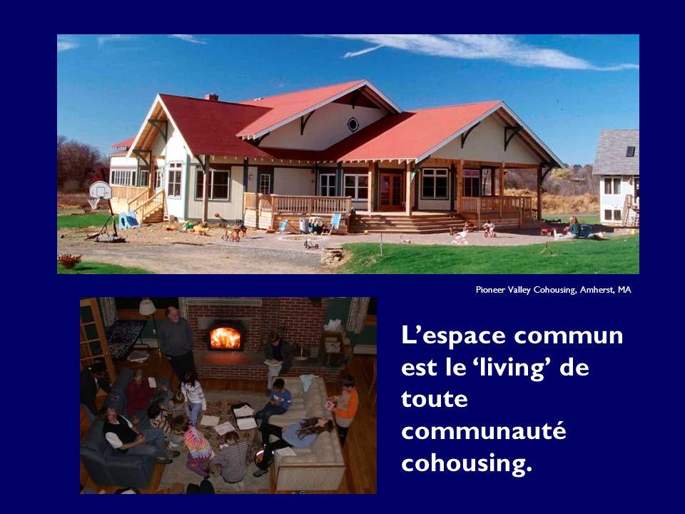 Lespace commun est le living de toute communauté cohousing. Pioneer Valley Cohousing, Amherst, MA