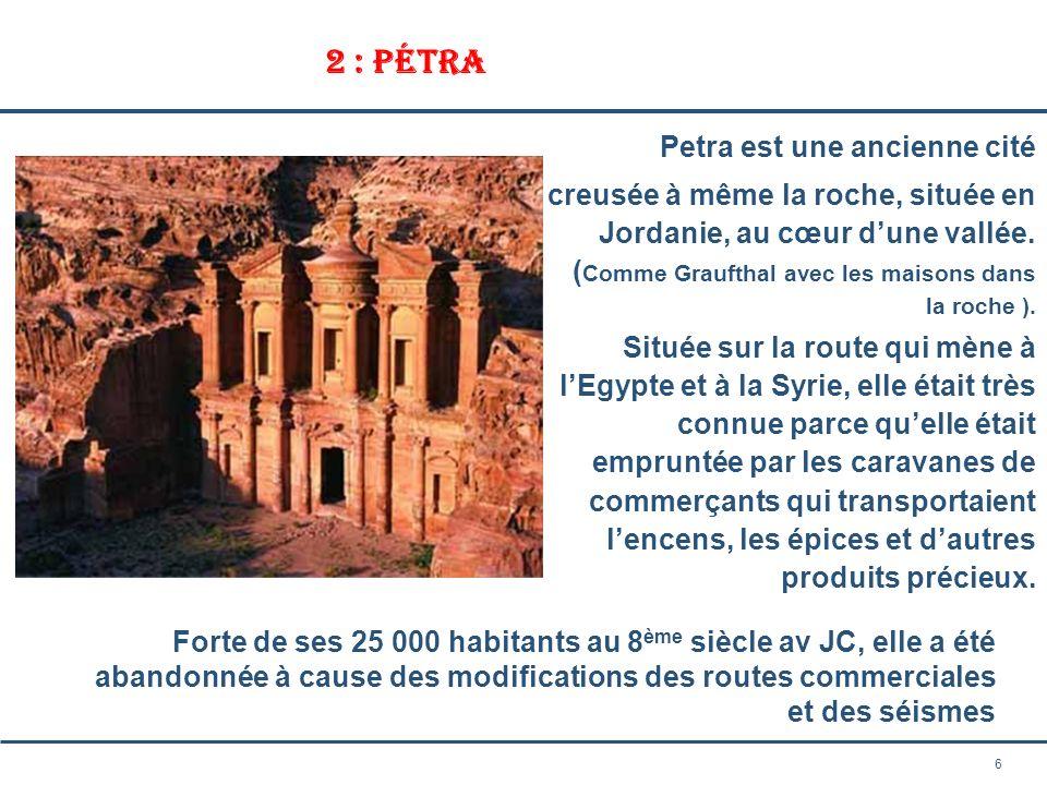 6 2 : Pétra Petra est une ancienne cité creusée à même la roche, située en Jordanie, au cœur dune vallée. ( Comme Graufthal avec les maisons dans la r