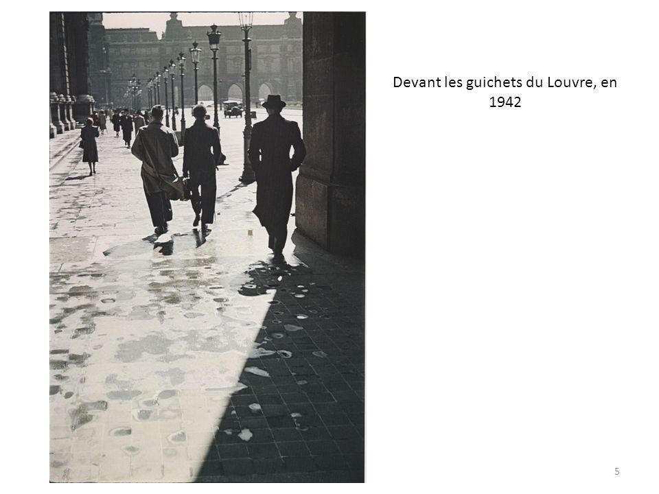 Devant les guichets du Louvre, en 1942 5