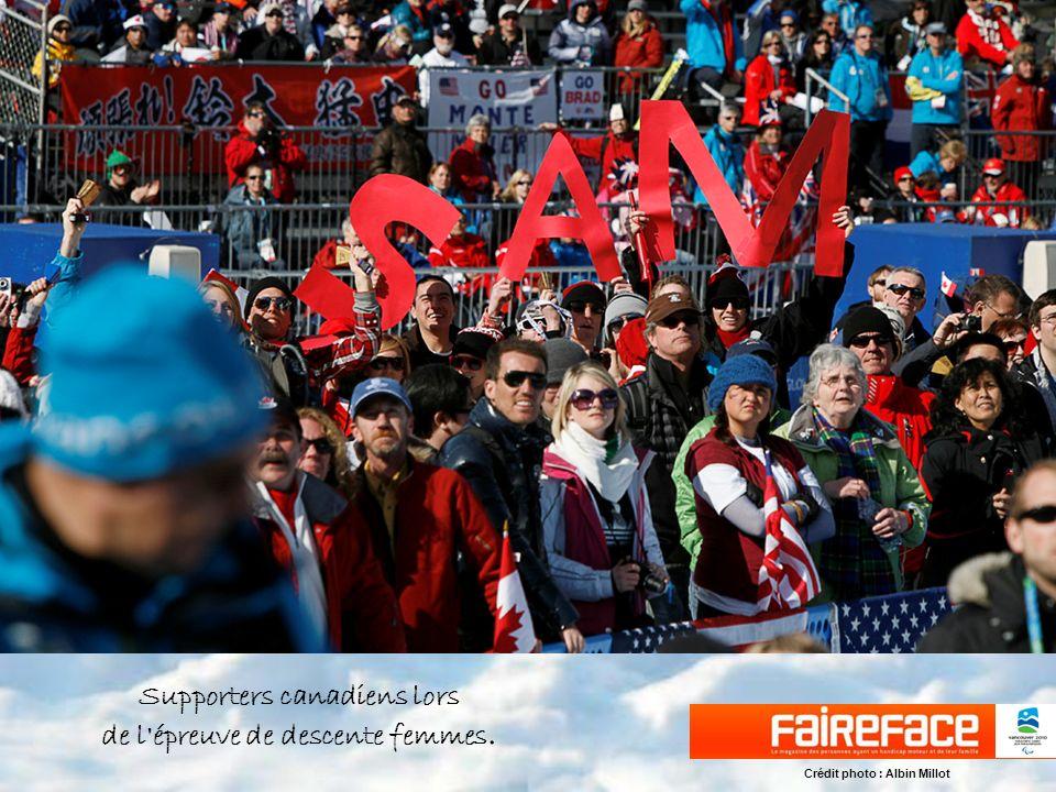 Supporters canadiens lors de l épreuve de descente femmes. Crédit photo : Albin Millot