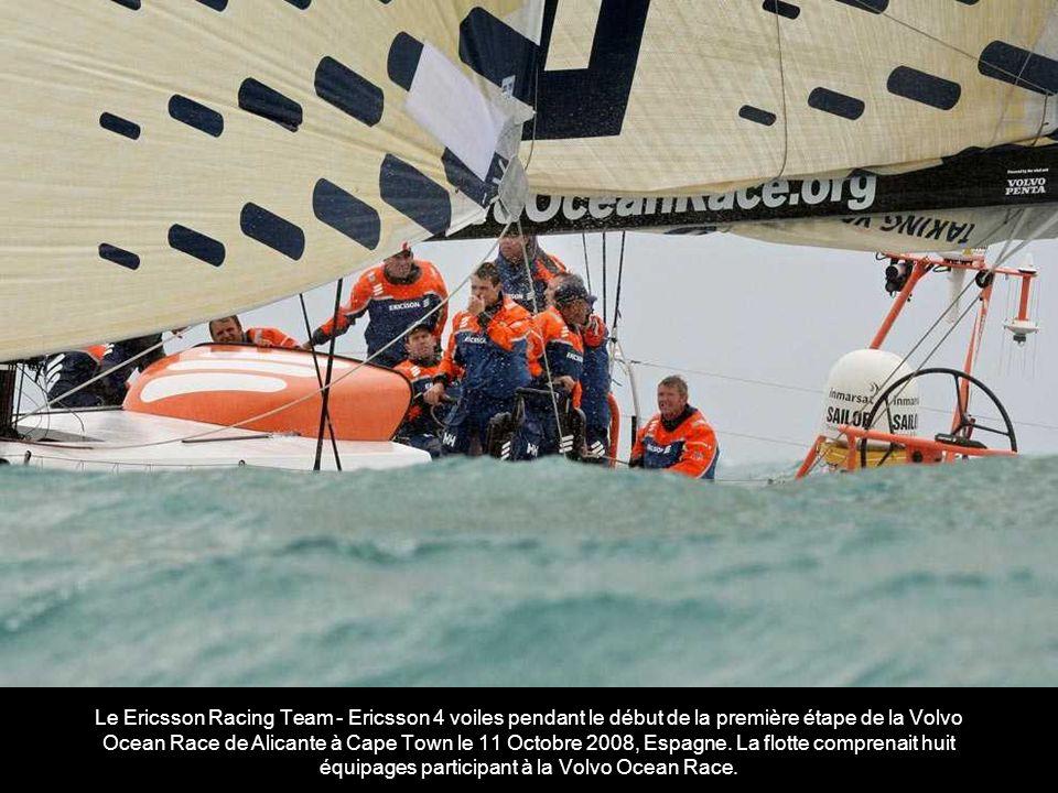 Le Puma aux côtés de l équipe de voiles Ericsson Racing Team pendant le début de la première étape de la Volvo Ocean Race de Alicante à Cape Town le 11 Octobre 2008 à Alicante.