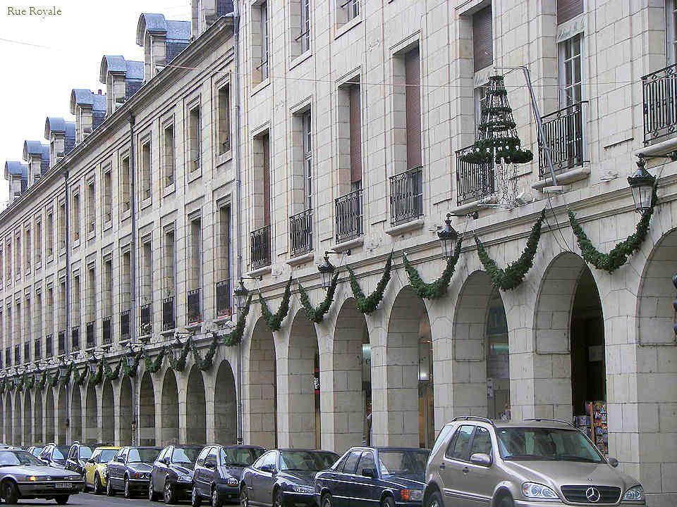 Façade nord de la cathédrale La rue Royale, hélas en grands travaux pour laménagement du tramway.