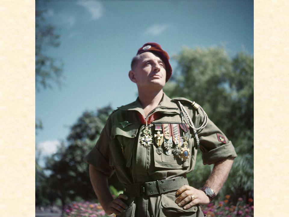 Le 07 juillet 1952, Bigeard, à la tête du 6e BPC, embarque à MARSEILLE à bord du