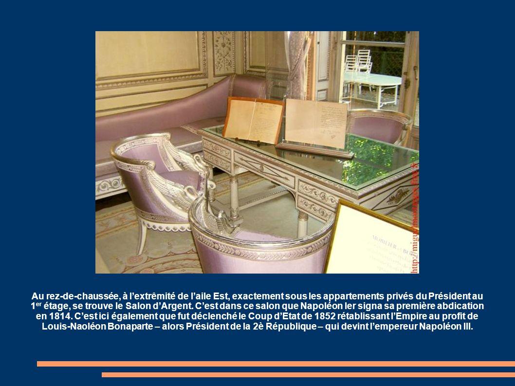 Située à lextrêmité de laile Ouest du palais, donnant sur le jardin, la Salle des Fêtes est la seule partie de l'Elysée ayant gardé intégralement son