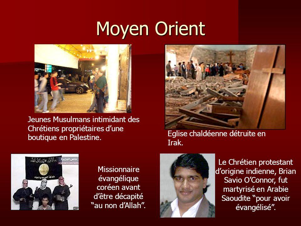 Moyen Orient Jeunes Musulmans intimidant des Chrétiens propriétaires dune boutique en Palestine. Eglise chaldéenne détruite en Irak. Le Chrétien prote
