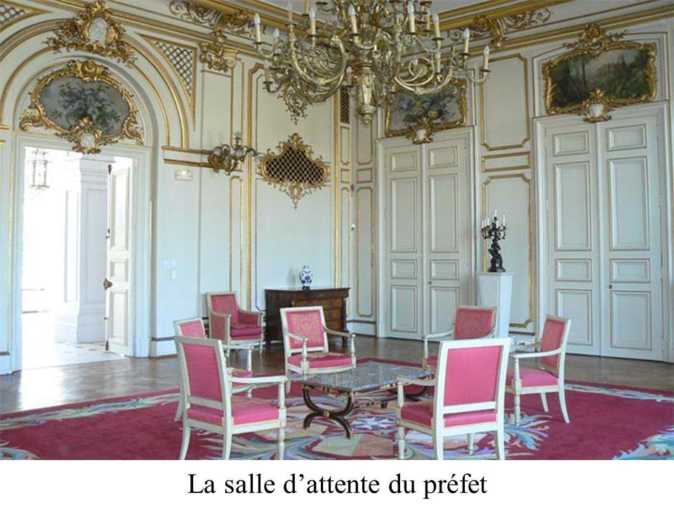 La salle dattente du préfet