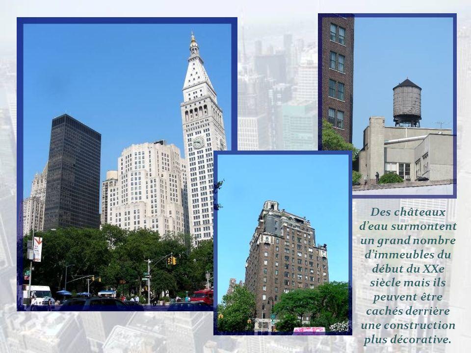 De son vrai nom, Fuller Building en hommage à son promoteur, il était limmeuble le plus haut de la ville à son ouverture en 1902../ Le Flatiron Buildi