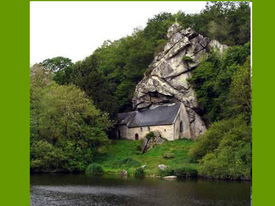 Chapelle de St-Gildas (Penvénan - Buguélès) sur la rive du Canal de Blavet en Bretagne la chapelle a été édifiée sur le lieu même où l'ermite fondateu