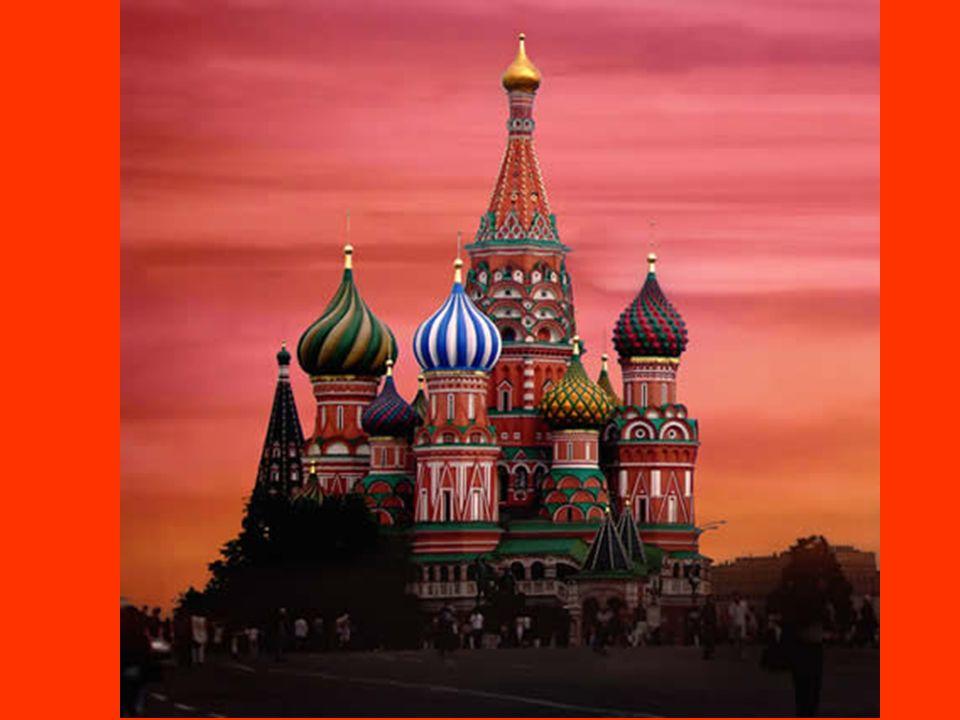 La Cathédrale Saint Basile à Moscou (Fédération de Moscou) Elle est située sur la place Rouge à Moscou en Russie Elle présente une série de coupoles c