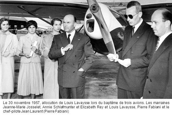 Le 30 novembre 1957, allocution de Louis Lavaysse lors du baptême de trois avions. Les marraines Jeanne-Marie Josselet, Annie Schlafmunter et Elizabet