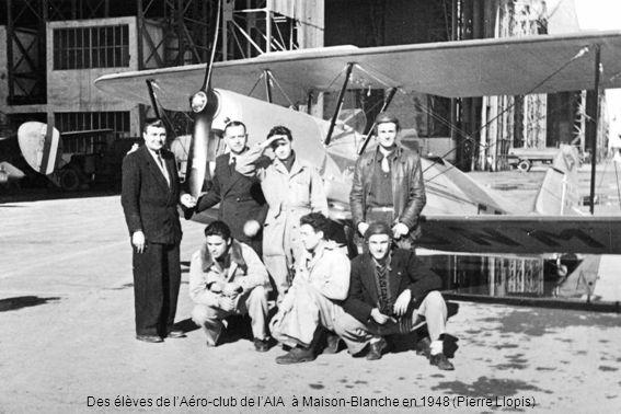 Des élèves de lAéro-club de lAIA à Maison-Blanche en 1948 (Pierre Llopis)