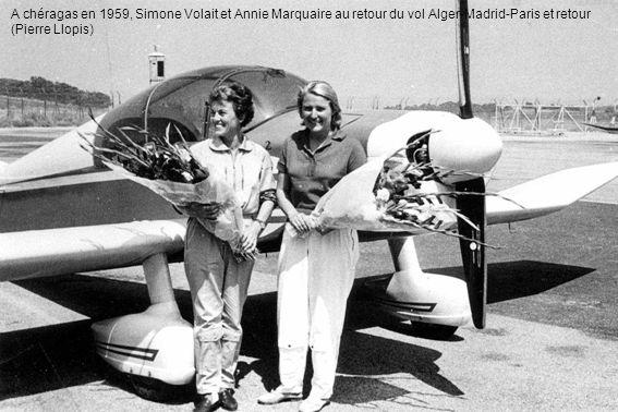 A chéragas en 1959, Simone Volait et Annie Marquaire au retour du vol Alger-Madrid-Paris et retour (Pierre Llopis)