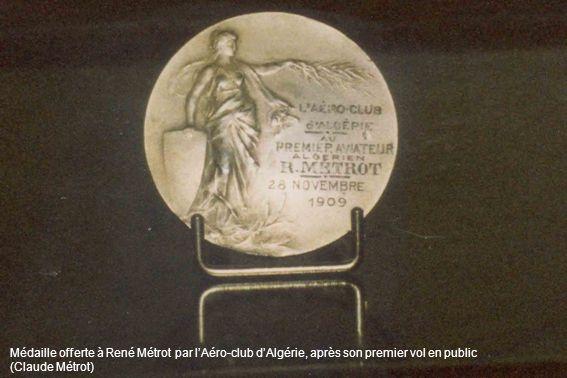 Médaille offerte à René Métrot par lAéro-club dAlgérie, après son premier vol en public (Claude Métrot)