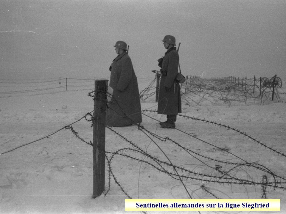 Des soldats de la 2 ième armée française surveillent la frontière belge