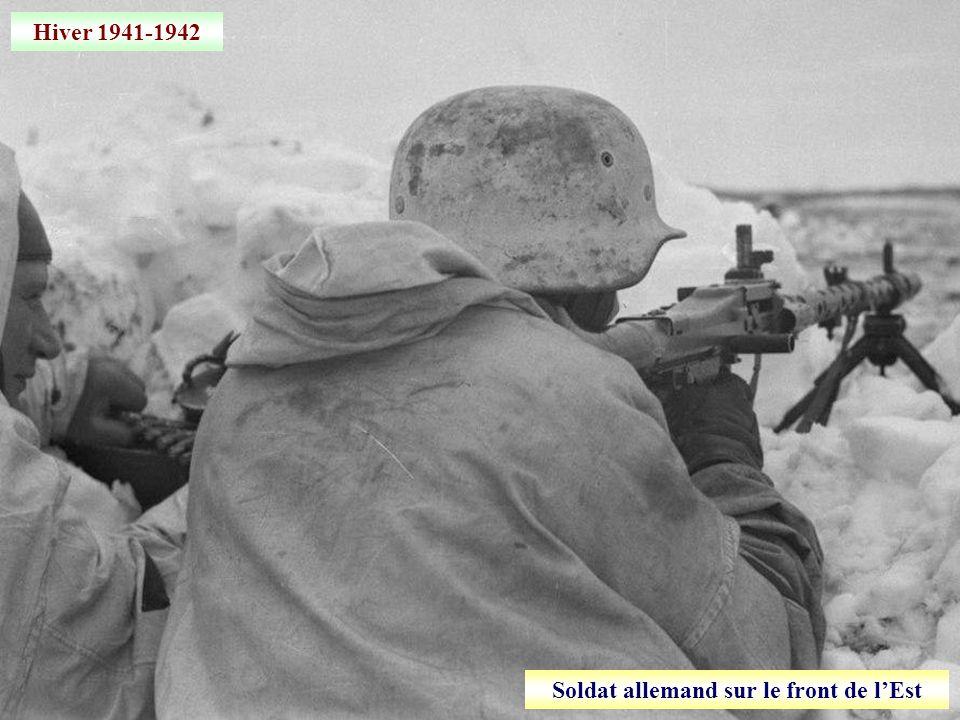 Août 1941 Le général Huntziger, secrétaire détat à la guerre, passe des troupes en revue à Mâcon Armée de Vichy