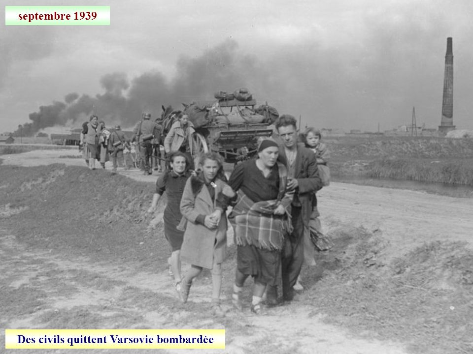 septembre 1939 Des civils quittent Varsovie bombardée