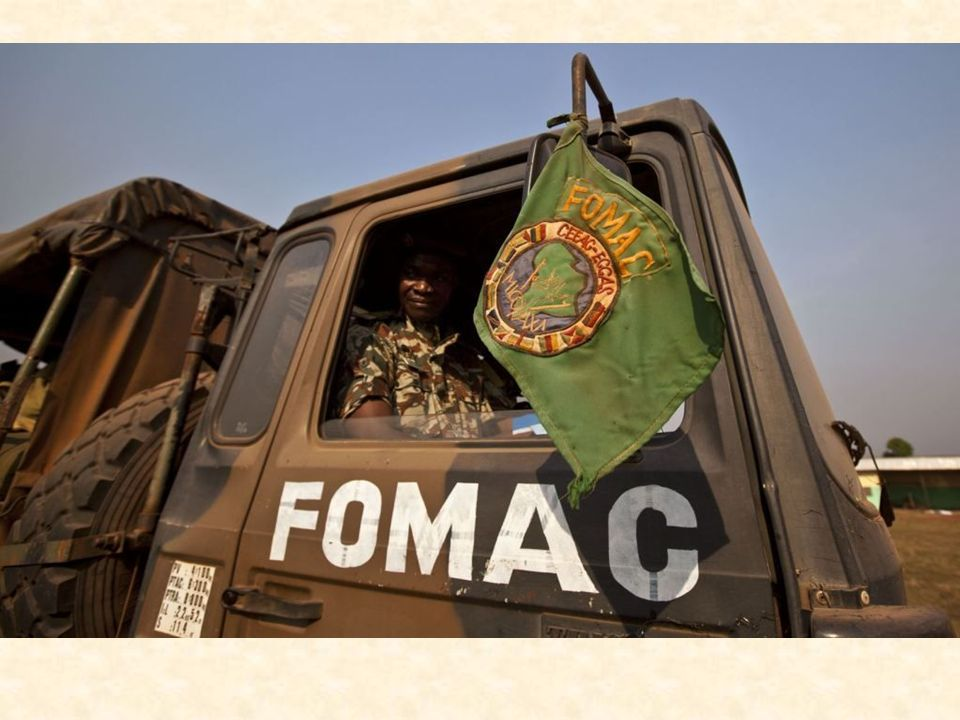 Les soldats de la Fomac en patrouille autour de Bossangoa. © REUTERS/Luc Gnago Le général Jean Felix Akaga, commandant de la FOMAC à Bangui