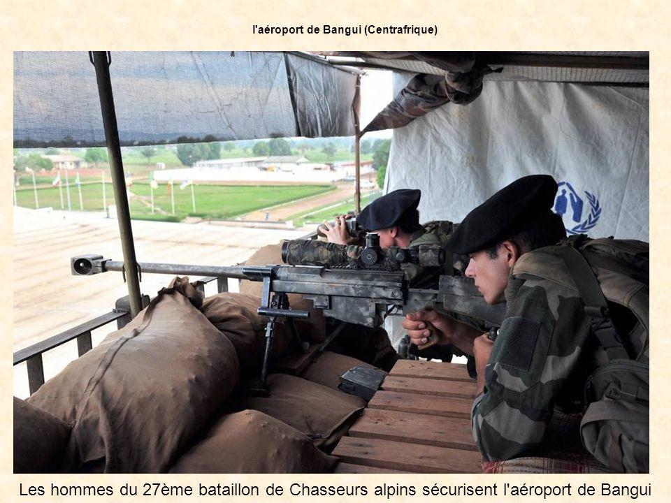 Les hommes du 27ème bataillon de Chasseurs alpins sécurisent l aéroport de Bangui l aéroport de Bangui (Centrafrique)