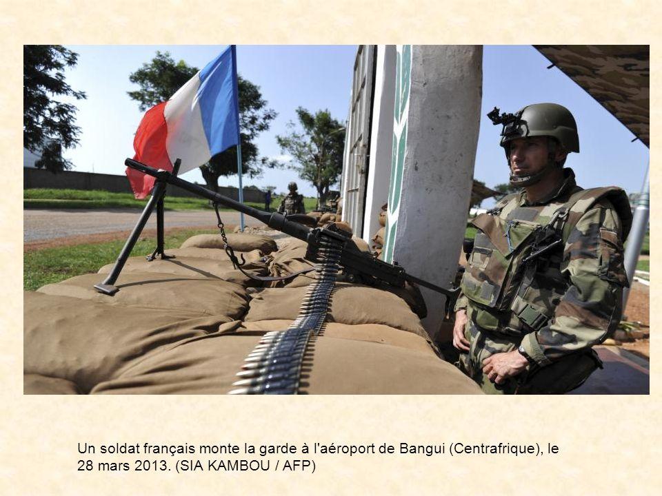 En début de soirée, le Président de la République, Monsieur François Hollande, sest rendu à Bangui auprès des militaires français déployés sur laéropo