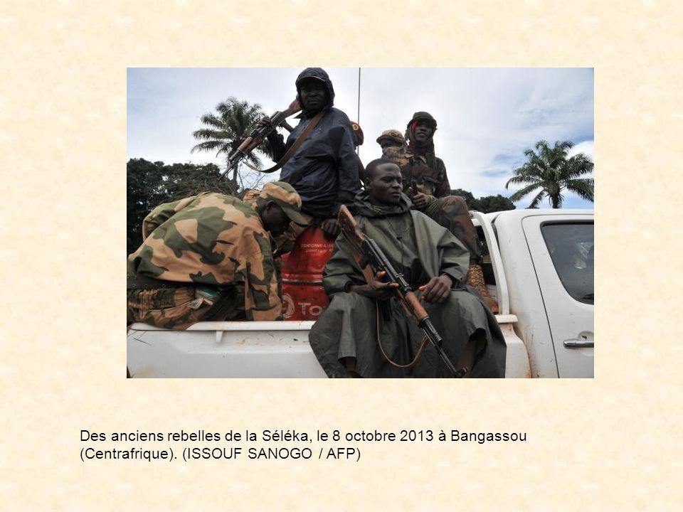 François Hollande rend visite aux soldats français à Bangui, le 10 décembre 2013 (Photo Sia Kambou. AFP)