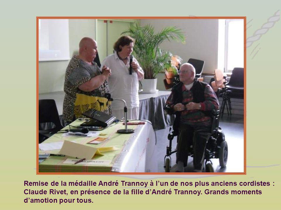 Remise de la médaille André Trannoy à lun de nos plus anciens cordistes : Claude Rivet, en présence de la fille dAndré Trannoy. Grands moments damotio