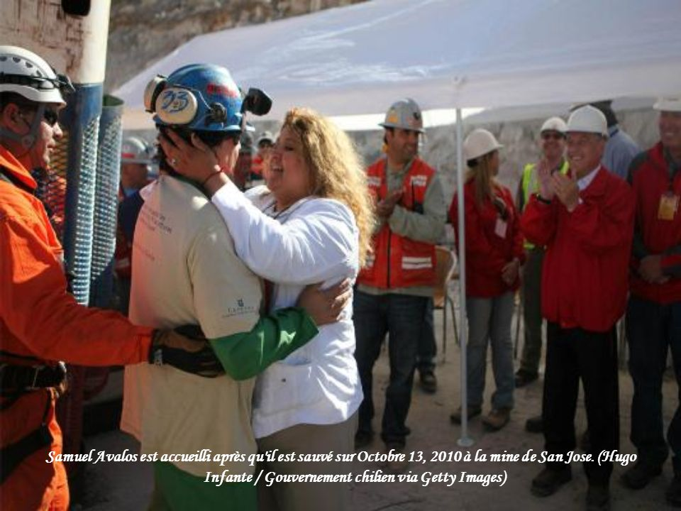 Samuel Avalos devient le mineur 22ème d'être secourus sur Octobre 13, 2010 à la mine de San José près de Copiapo, au Chili. (Photo: Hugo Infante / Gou