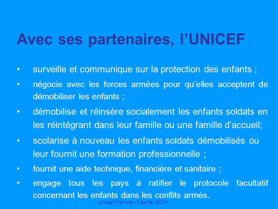 Unicef France – Février 2004 Avec ses partenaires, lUNICEF : surveille et communique sur la protection des enfants ; négocie avec les forces armées po
